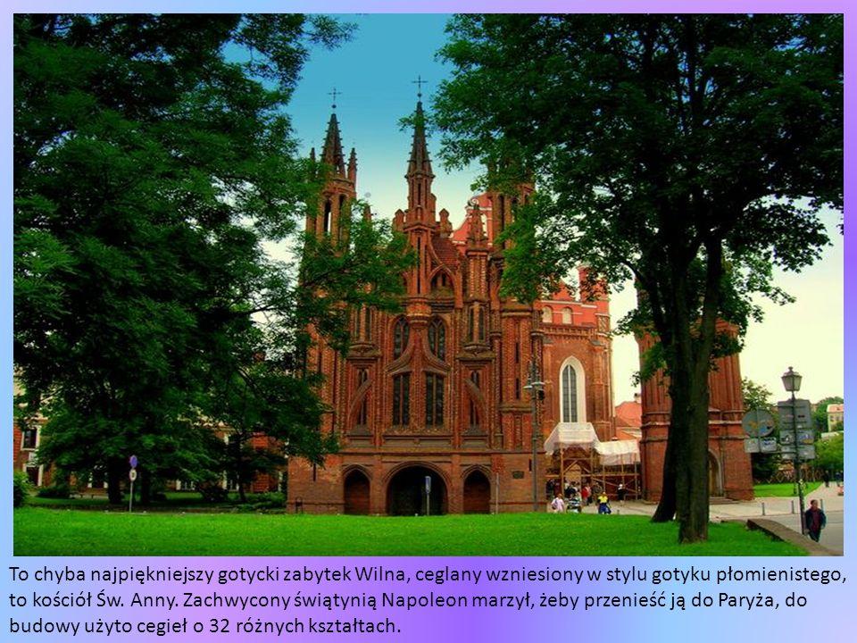 To chyba najpiękniejszy gotycki zabytek Wilna, ceglany wzniesiony w stylu gotyku płomienistego, to kościół Św.