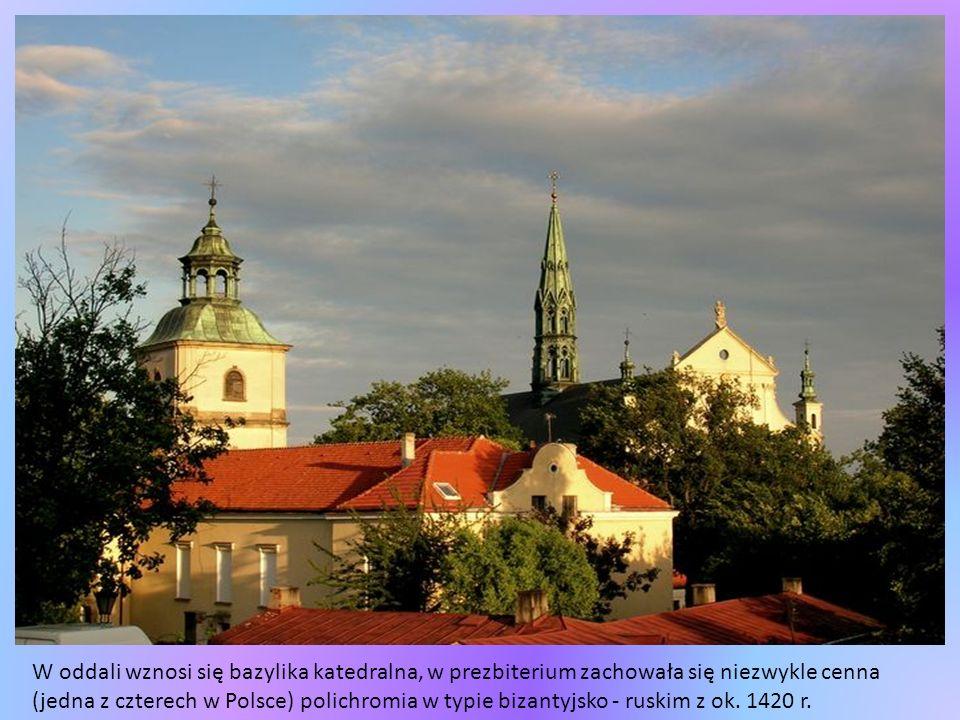 W oddali wznosi się bazylika katedralna, w prezbiterium zachowała się niezwykle cenna (jedna z czterech w Polsce) polichromia w typie bizantyjsko - ruskim z ok.