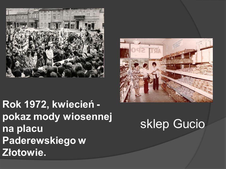 Rok 1972, kwiecień - pokaz mody wiosennej na placu Paderewskiego w Złotowie.
