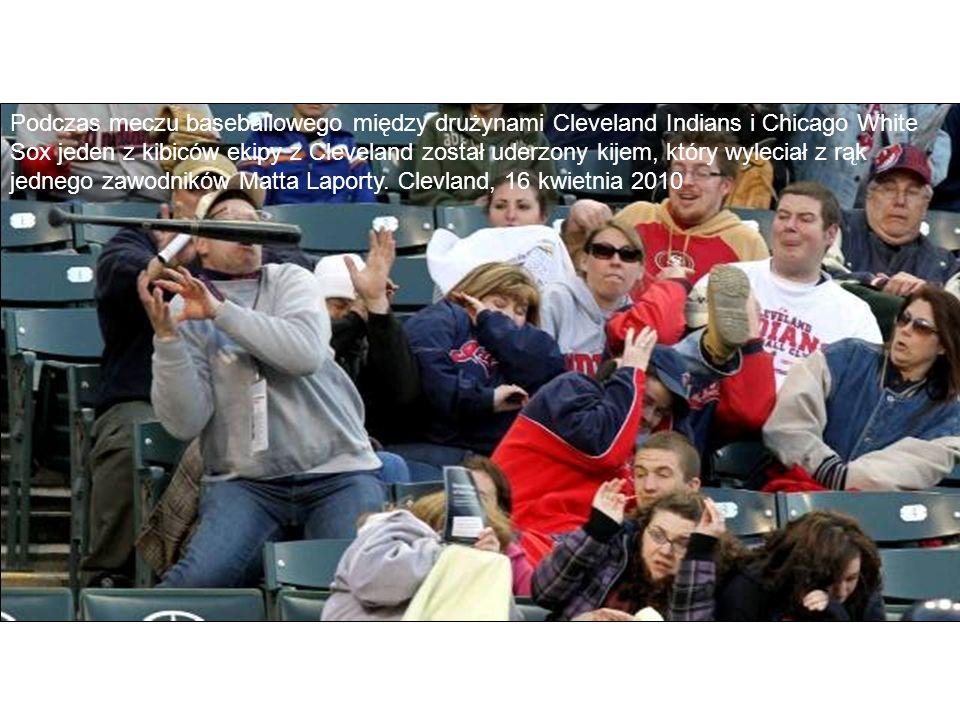 Podczas meczu baseballowego między drużynami Cleveland Indians i Chicago White Sox jeden z kibiców ekipy z Cleveland został uderzony kijem, który wyleciał z rąk jednego zawodników Matta Laporty.
