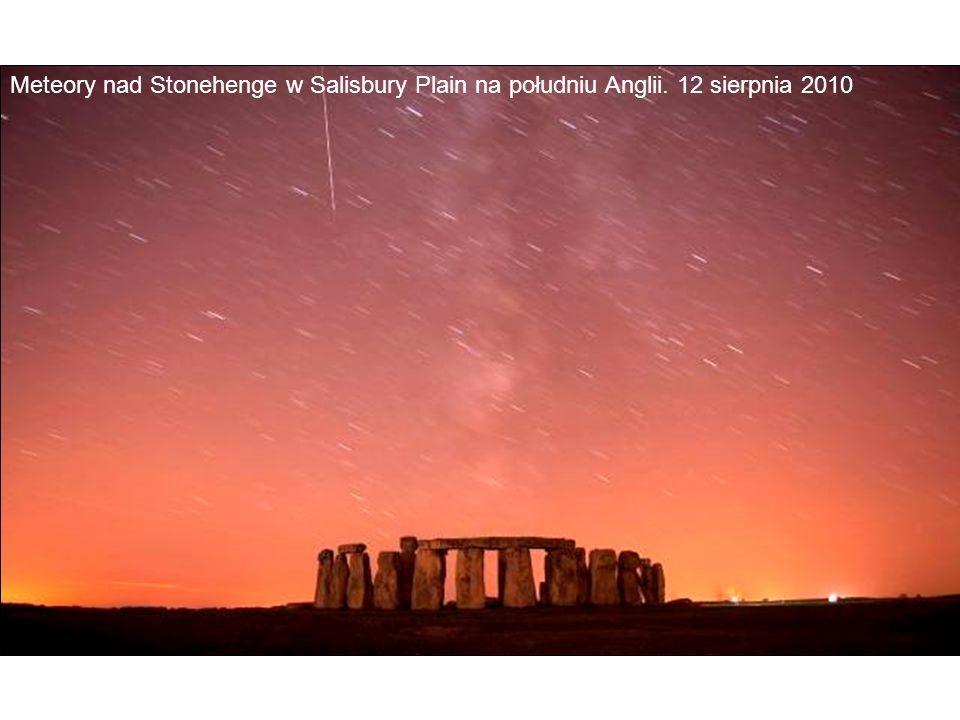 Meteory nad Stonehenge w Salisbury Plain na południu Anglii