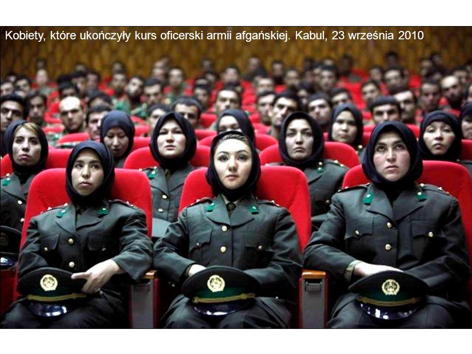 Kobiety, które ukończyły kurs oficerski armii afgańskiej