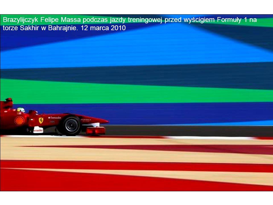 Brazylijczyk Felipe Massa podczas jazdy treningowej przed wyścigiem Formuły 1 na torze Sakhir w Bahrajnie.