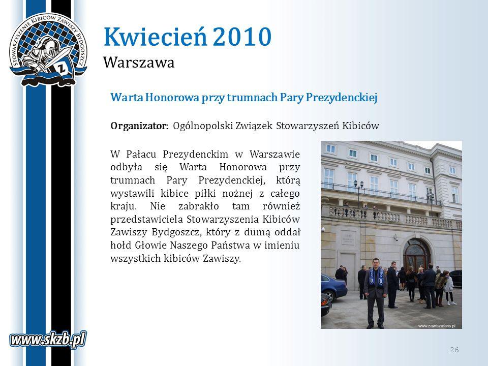 Kwiecień 2010 Warszawa Warta Honorowa przy trumnach Pary Prezydenckiej