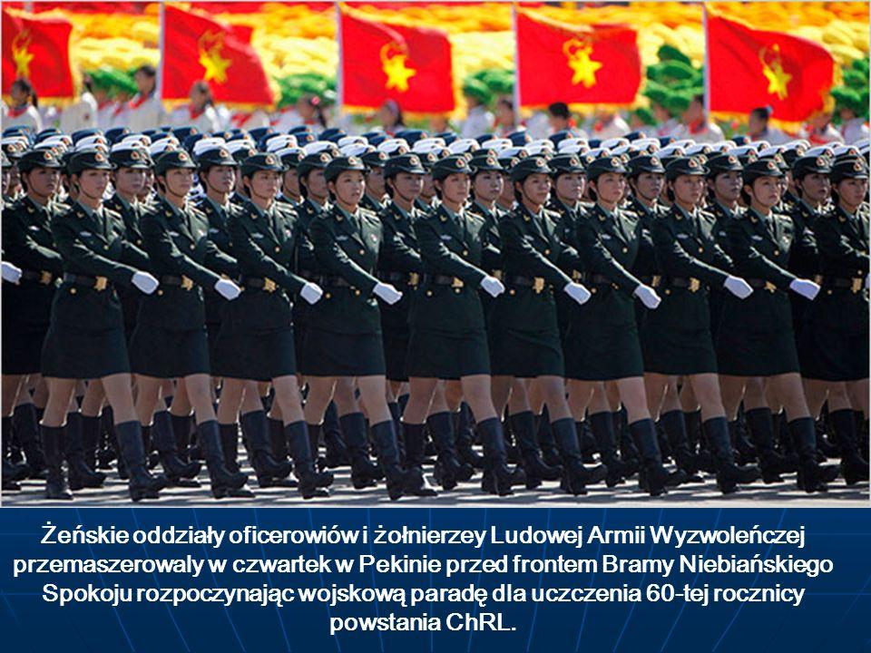 Żeńskie oddziały oficerowiów i żołnierzey Ludowej Armii Wyzwoleńczej przemaszerowaly w czwartek w Pekinie przed frontem Bramy Niebiańskiego Spokoju rozpoczynając wojskową paradę dla uczczenia 60-tej rocznicy powstania ChRL.