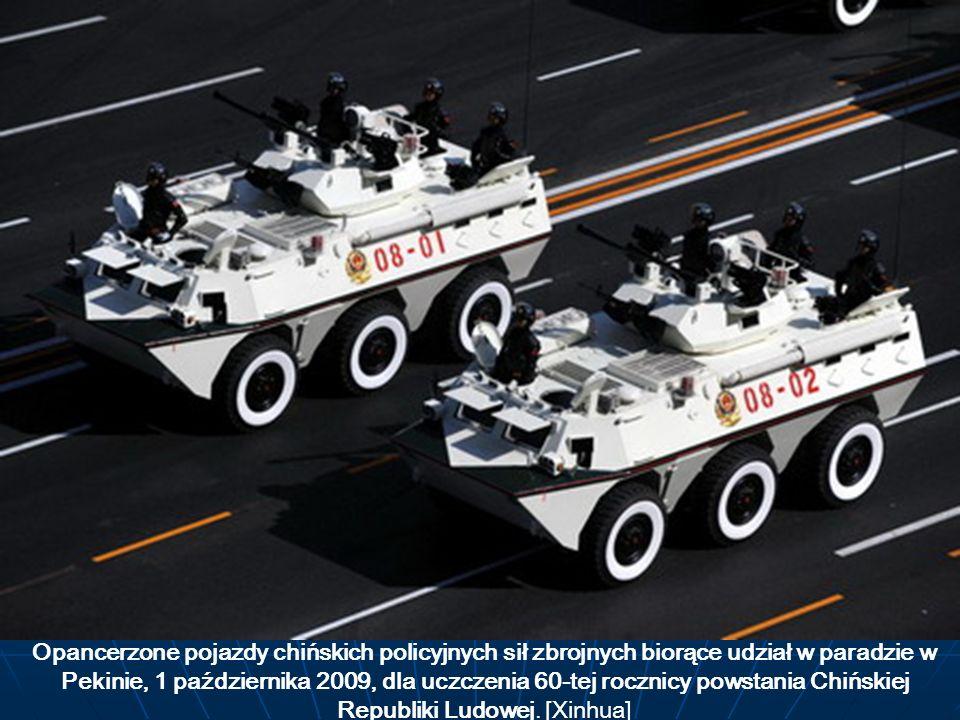 Opancerzone pojazdy chińskich policyjnych sił zbrojnych biorące udział w paradzie w Pekinie, 1 października 2009, dla uczczenia 60-tej rocznicy powstania Chińskiej Republiki Ludowej.