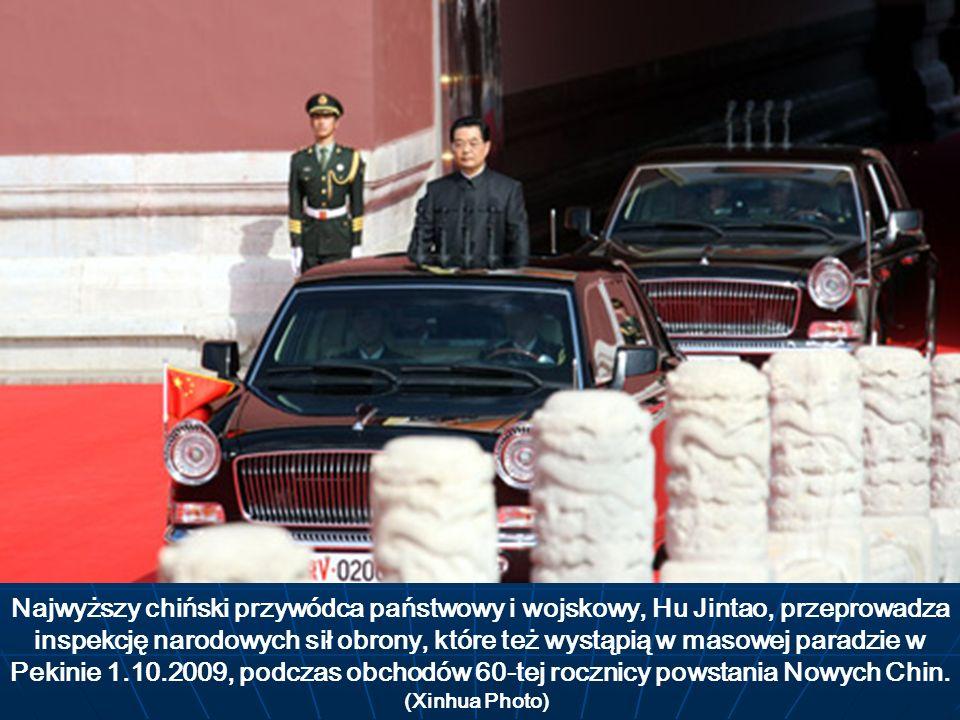Najwyższy chiński przywódca państwowy i wojskowy, Hu Jintao, przeprowadza inspekcję narodowych sił obrony, które też wystąpią w masowej paradzie w Pekinie 1.10.2009, podczas obchodów 60-tej rocznicy powstania Nowych Chin.