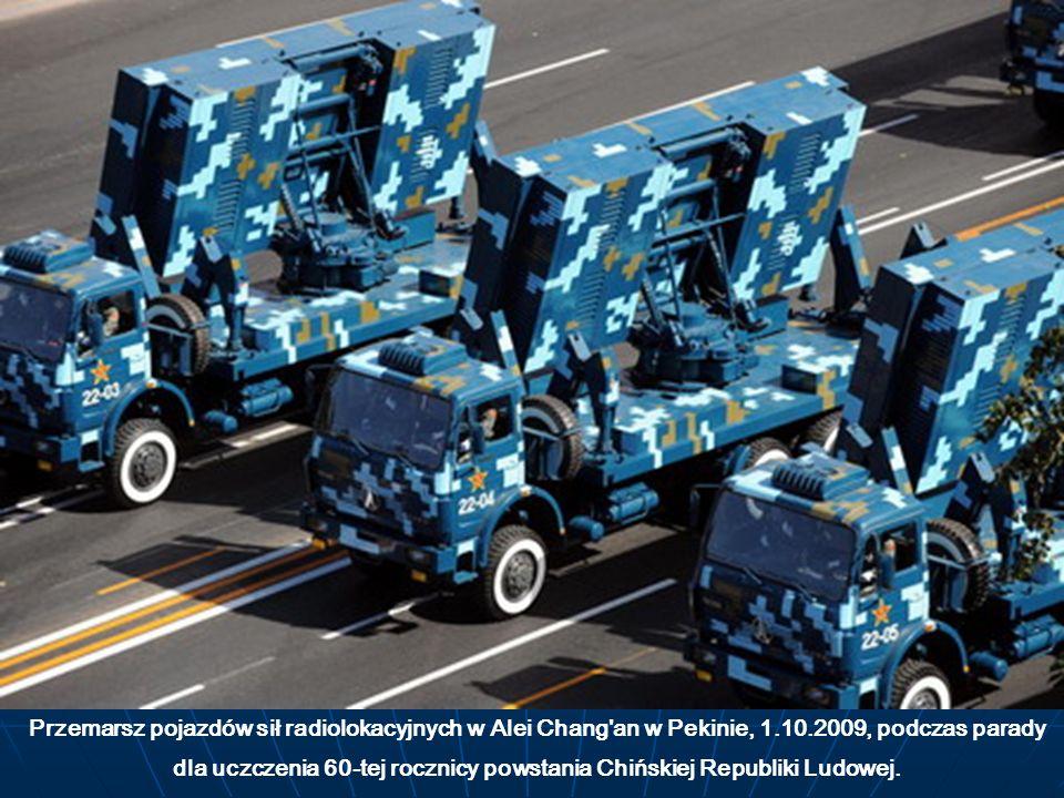 Przemarsz pojazdów sił radiolokacyjnych w Alei Chang an w Pekinie, 1
