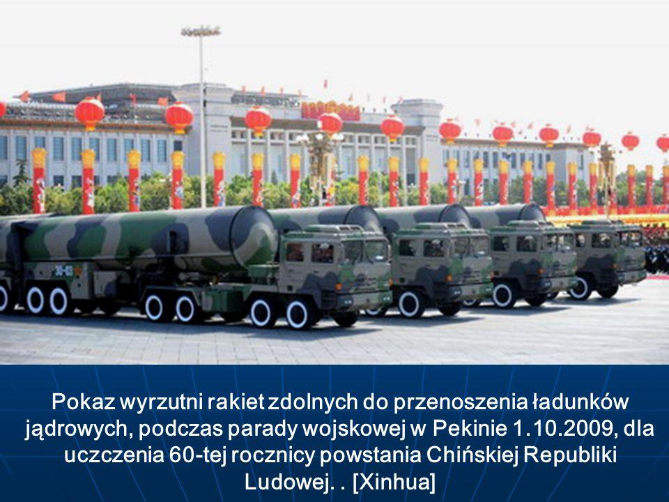 Pokaz wyrzutni rakiet zdolnych do przenoszenia ładunków jądrowych, podczas parady wojskowej w Pekinie 1.10.2009, dla uczczenia 60-tej rocznicy powstania Chińskiej Republiki Ludowej.