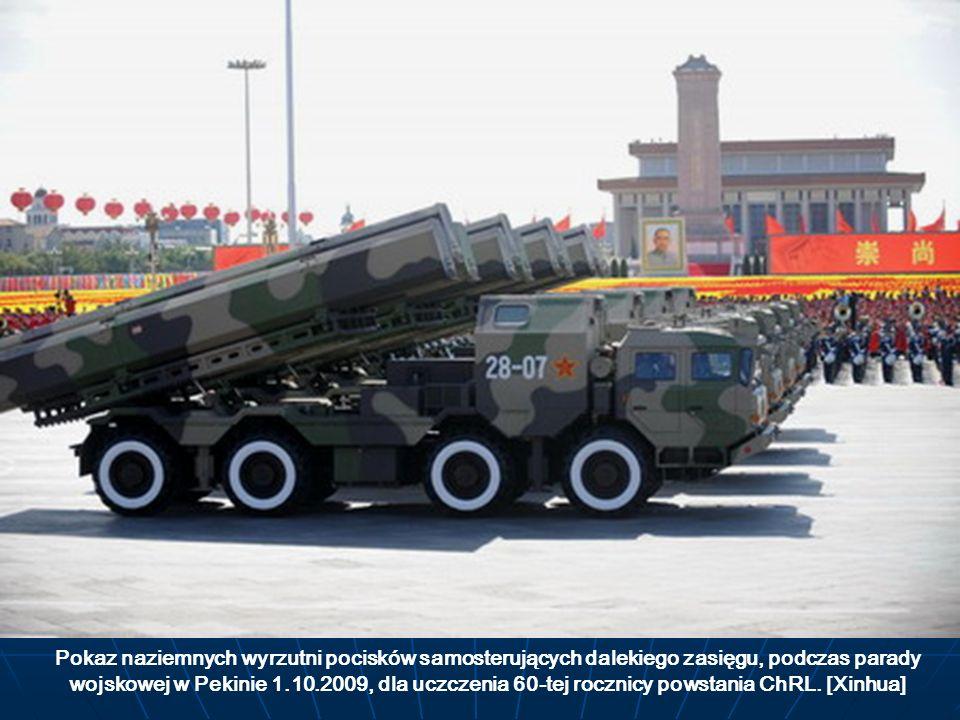 Pokaz naziemnych wyrzutni pocisków samosterujących dalekiego zasięgu, podczas parady wojskowej w Pekinie 1.10.2009, dla uczczenia 60-tej rocznicy powstania ChRL.