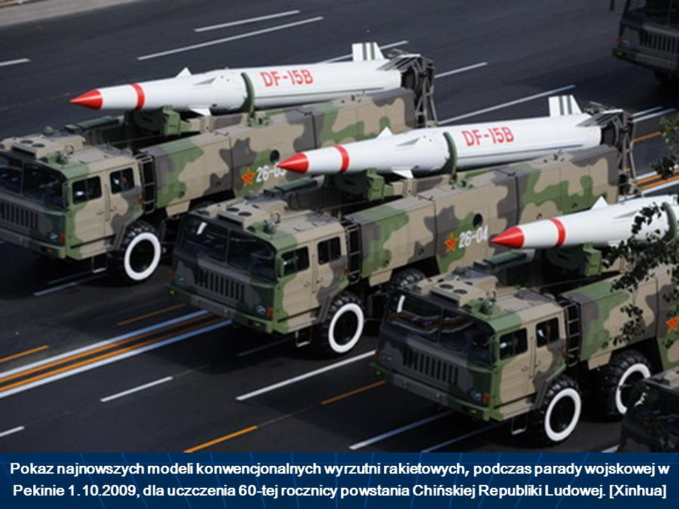 Pokaz najnowszych modeli konwencjonalnych wyrzutni rakietowych, podczas parady wojskowej w Pekinie 1.10.2009, dla uczczenia 60-tej rocznicy powstania Chińskiej Republiki Ludowej.