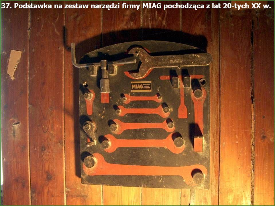 37. Podstawka na zestaw narzędzi firmy MIAG pochodząca z lat 20-tych XX w.