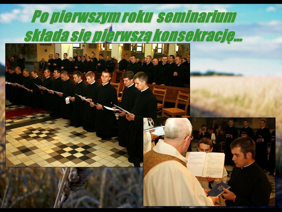 Po pierwszym roku seminarium składa się pierwszą konsekrację…
