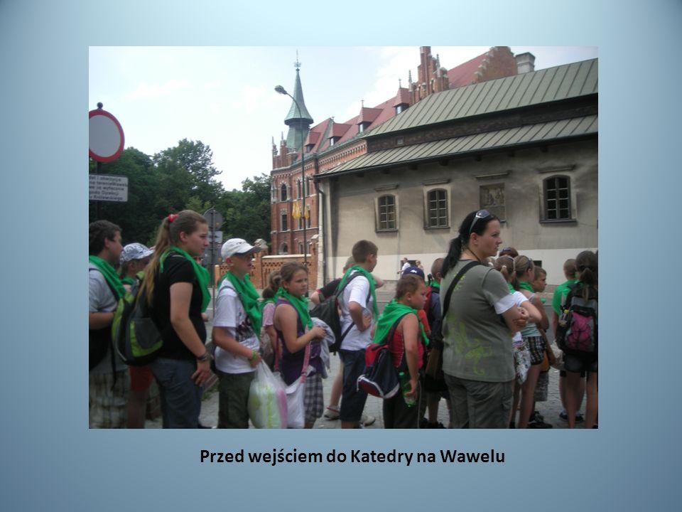 Przed wejściem do Katedry na Wawelu