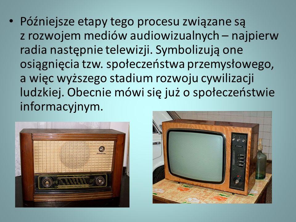 Późniejsze etapy tego procesu związane są z rozwojem mediów audiowizualnych – najpierw radia następnie telewizji.