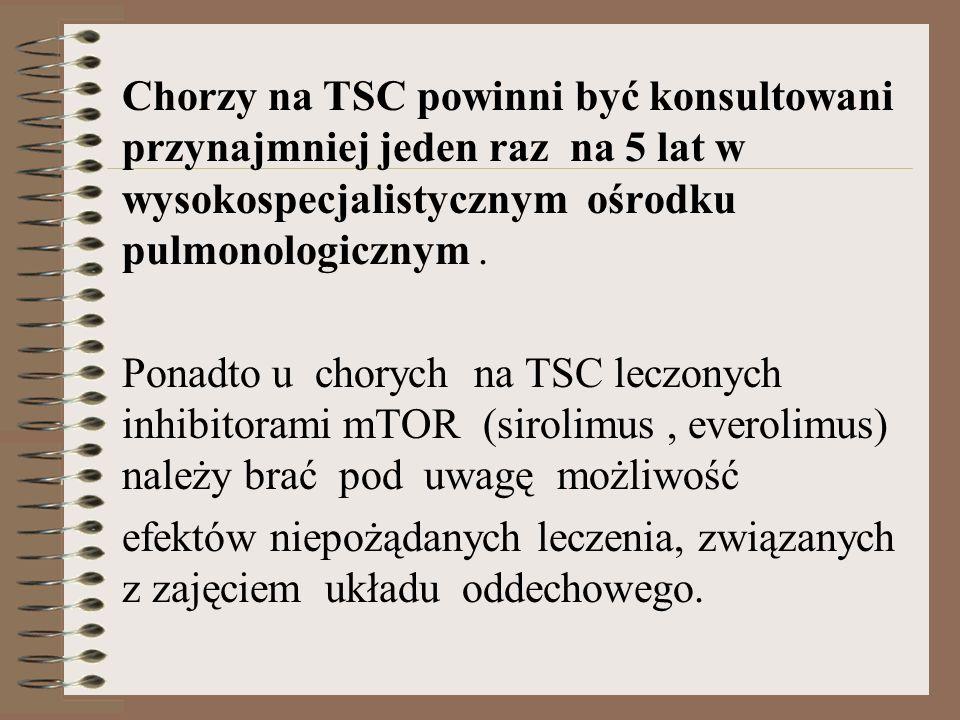 Chorzy na TSC powinni być konsultowani przynajmniej jeden raz na 5 lat w wysokospecjalistycznym ośrodku pulmonologicznym .