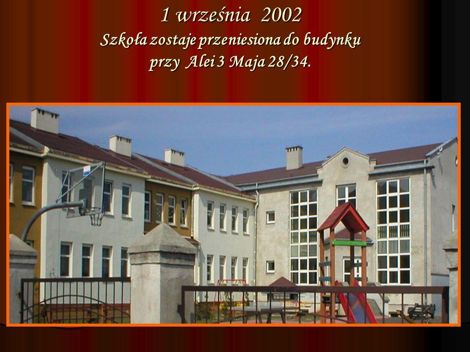 1 września 2002 Szkoła zostaje przeniesiona do budynku przy Alei 3 Maja 28/34.