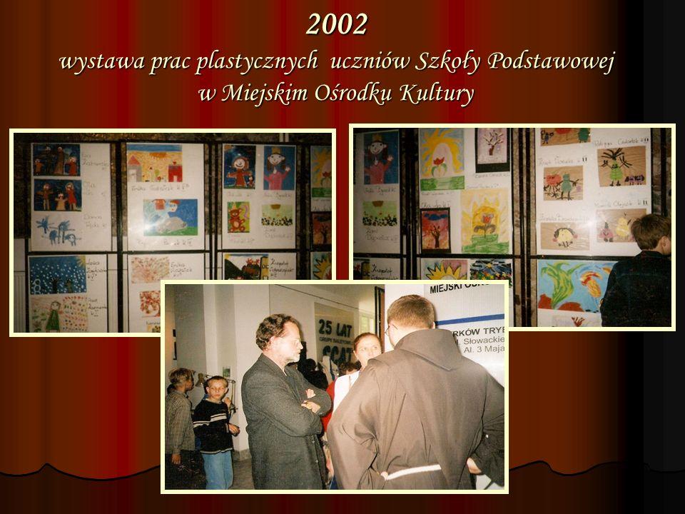 2002 wystawa prac plastycznych uczniów Szkoły Podstawowej w Miejskim Ośrodku Kultury