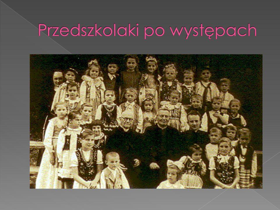 Przedszkolaki po występach
