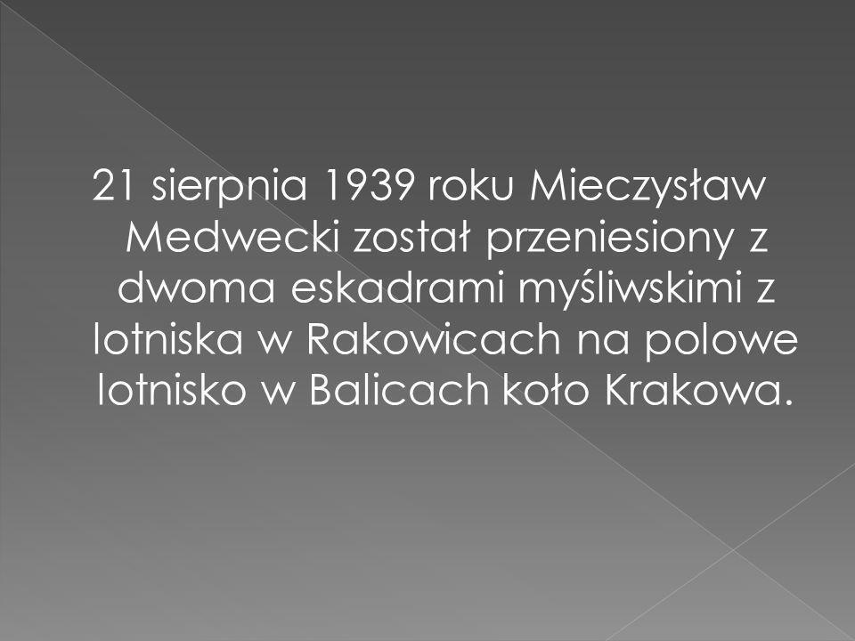 21 sierpnia 1939 roku Mieczysław Medwecki został przeniesiony z dwoma eskadrami myśliwskimi z lotniska w Rakowicach na polowe lotnisko w Balicach koło Krakowa.