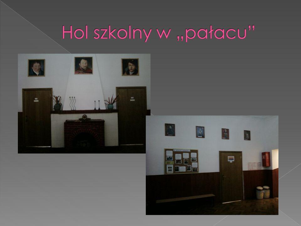 """Hol szkolny w """"pałacu"""
