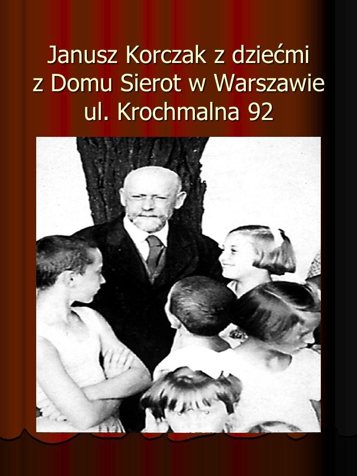 Janusz Korczak z dziećmi z Domu Sierot w Warszawie ul. Krochmalna 92