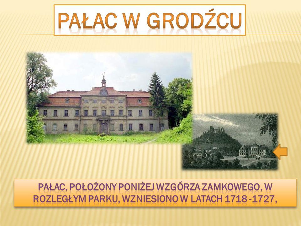 PAŁAC W GRODźcu Pałac, położony poniżej wzgórza zamkowego, w rozległym parku, wzniesiono w latach 1718 -1727,