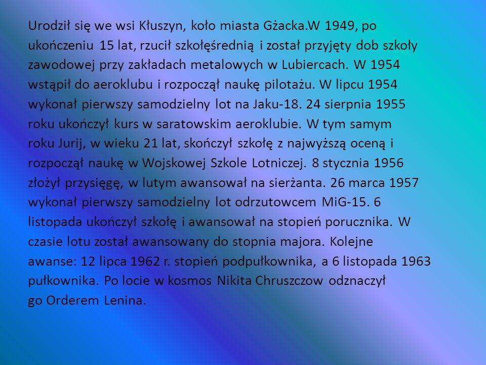Urodził się we wsi Kłuszyn, koło miasta Gżacka