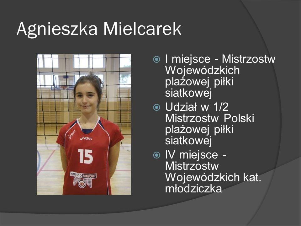 Agnieszka Mielcarek I miejsce - Mistrzostw Wojewódzkich plażowej piłki siatkowej. Udział w 1/2 Mistrzostw Polski plażowej piłki siatkowej.