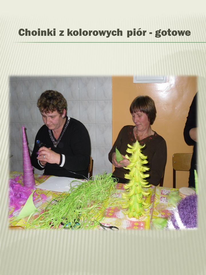 Choinki z kolorowych piór - gotowe