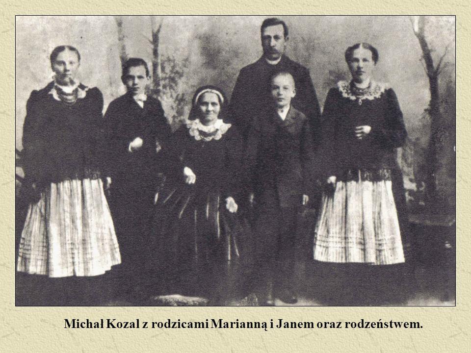Michał Kozal z rodzicami Marianną i Janem oraz rodzeństwem.