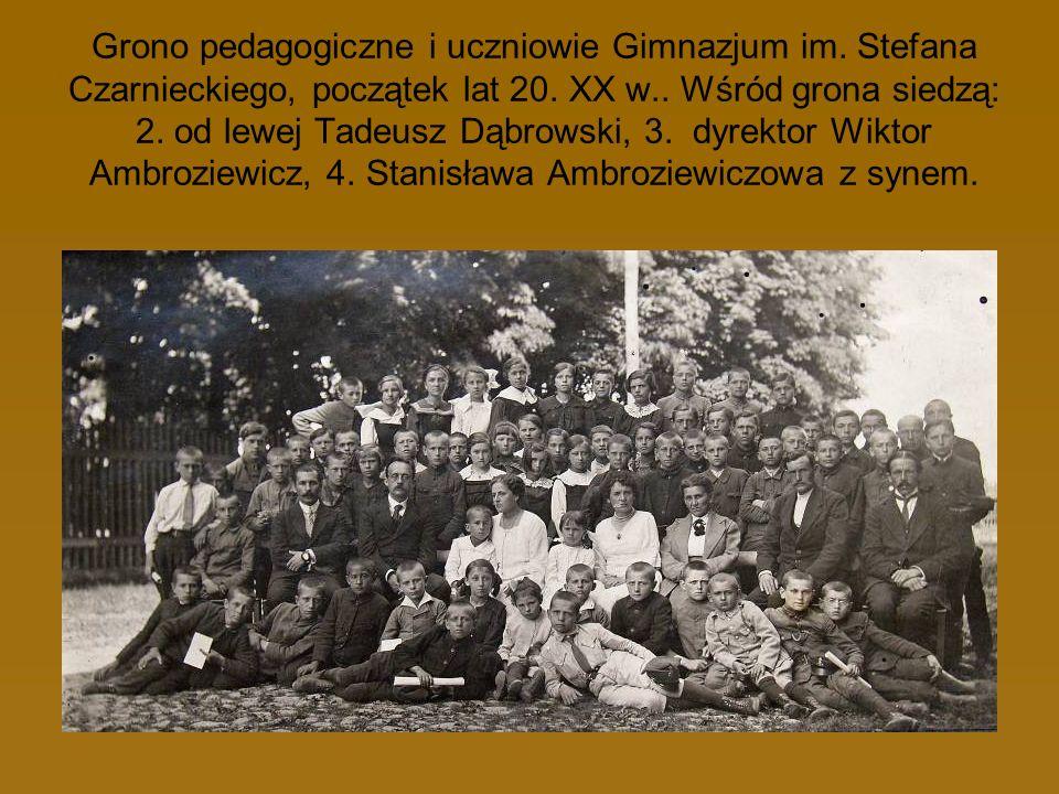 Grono pedagogiczne i uczniowie Gimnazjum im