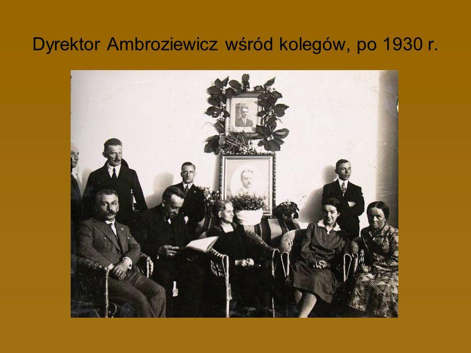 Dyrektor Ambroziewicz wśród kolegów, po 1930 r.