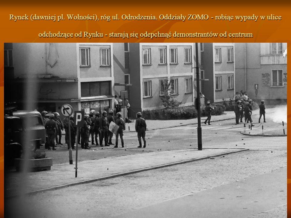 Rynek (dawniej pl. Wolności), róg ul. Odrodzenia