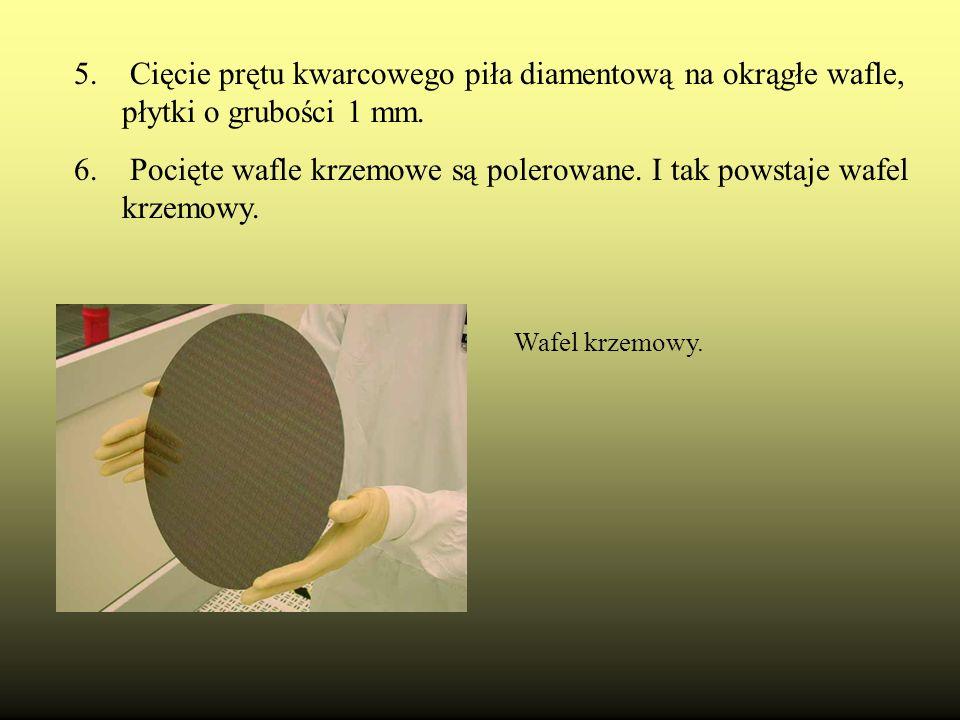Pocięte wafle krzemowe są polerowane. I tak powstaje wafel krzemowy.