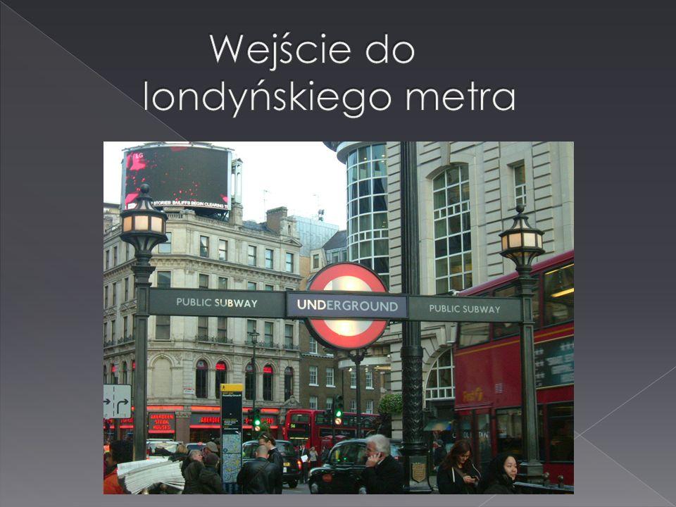Wejście do londyńskiego metra