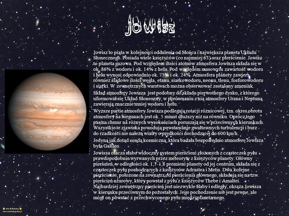 Jowisz to piąta w kolejności oddalenia od Słońca i największa planeta Układu Słonecznego. Posiada wiele księżyców (co najmniej 63) oraz pierścienie. Jowisz to planeta gazowa. Pod względem ilości atomów atmosfera Jowisza składa się w ok. 86% z wodoru i ok. 14% z helu. Pod względem masowym zawartość wodoru i helu wynosi odpowiednio ok. 75% i ok. 24%. Atmosfera planety zawiera również śladowe ilości węgla, etanu, siarkowodoru, neonu, tlenu, fosforowodoru i siarki. W zewnętrznych warstwach można obserwować zestalony amoniak.