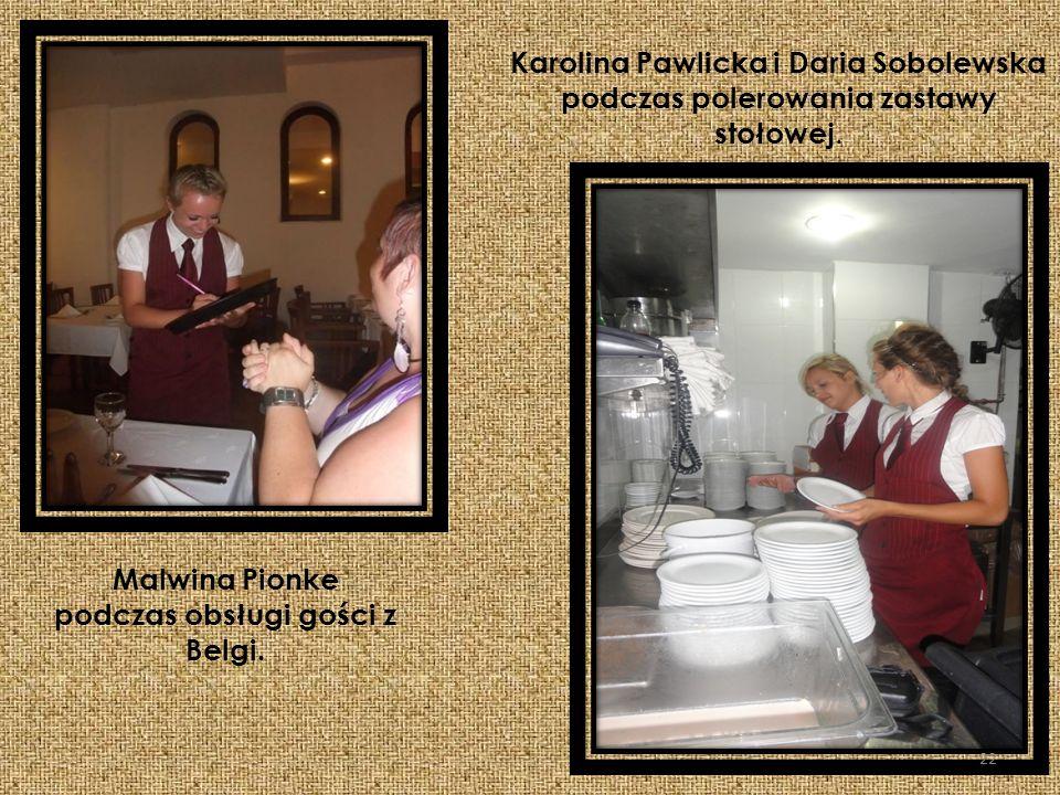Malwina Pionke podczas obsługi gości z Belgi.
