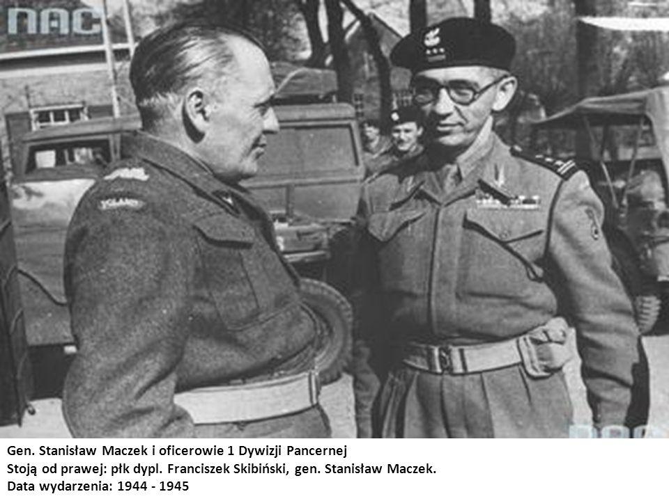 Gen. Stanisław Maczek i oficerowie 1 Dywizji Pancernej