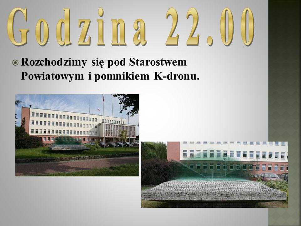 Godzina 22.00 Rozchodzimy się pod Starostwem Powiatowym i pomnikiem K-dronu.