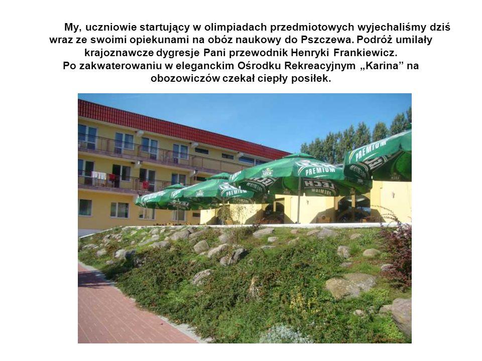 My, uczniowie startujący w olimpiadach przedmiotowych wyjechaliśmy dziś wraz ze swoimi opiekunami na obóz naukowy do Pszczewa.