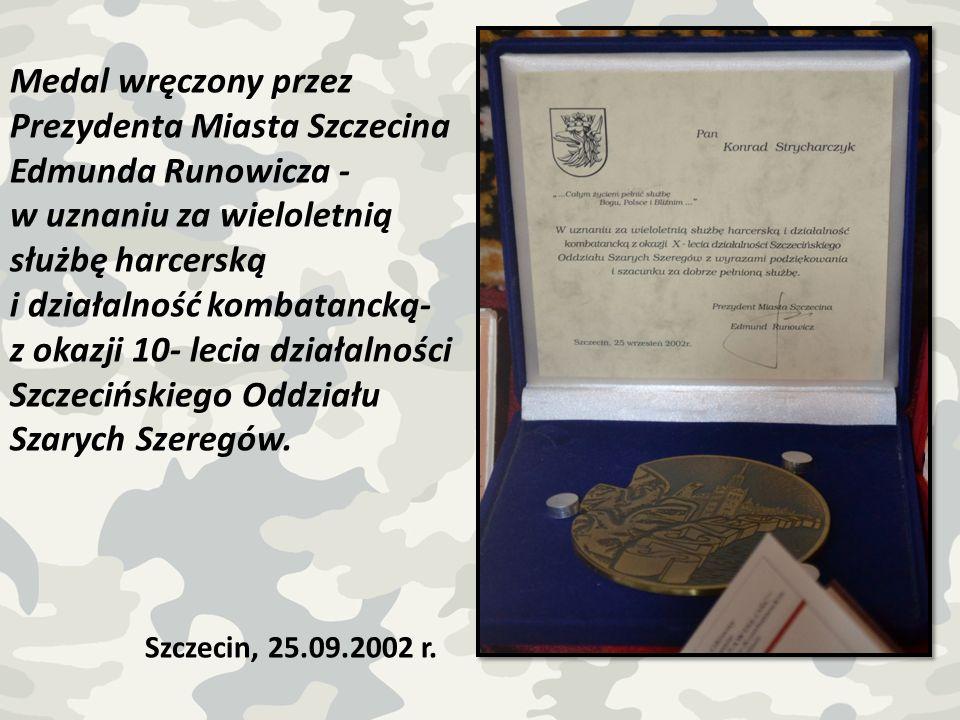 Medal wręczony przez Prezydenta Miasta Szczecina Edmunda Runowicza -