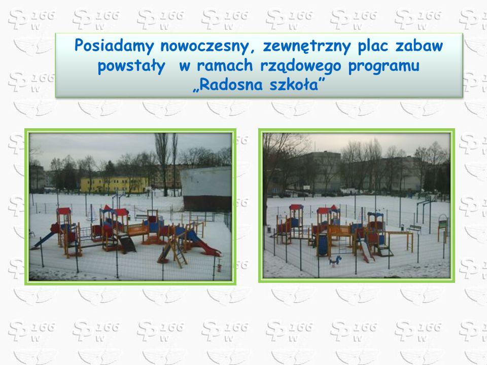 Posiadamy nowoczesny, zewnętrzny plac zabaw powstały w ramach rządowego programu