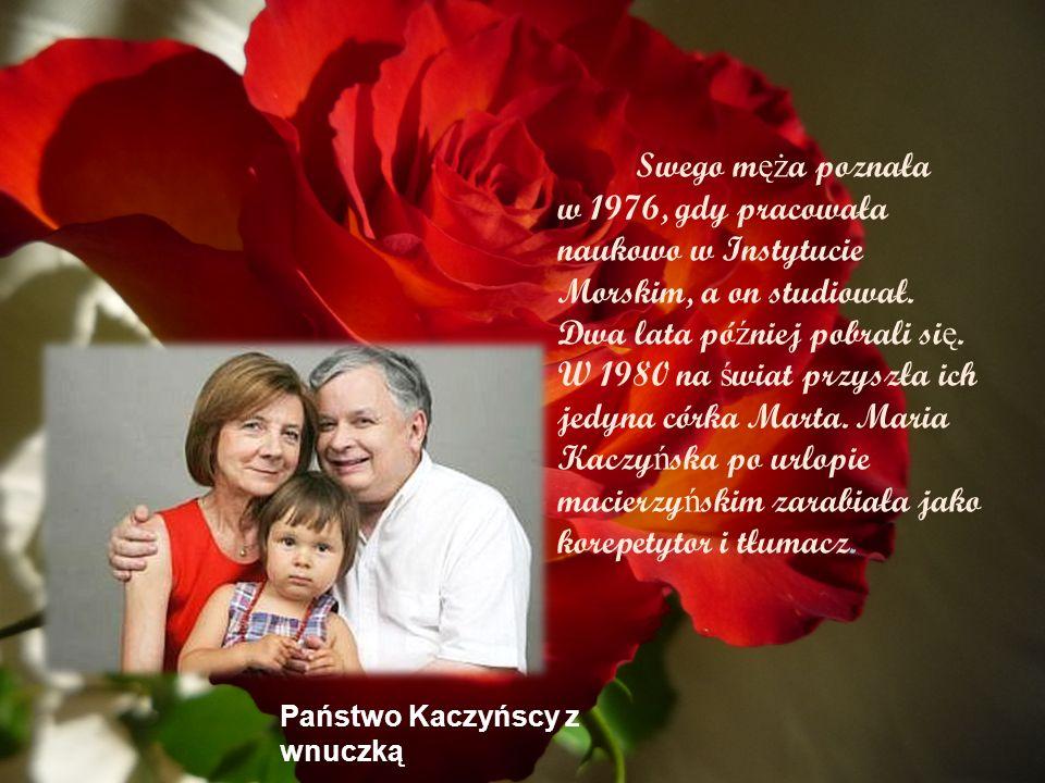 Swego męża poznała w 1976, gdy pracowała naukowo w Instytucie Morskim, a on studiował. Dwa lata później pobrali się. W 1980 na świat przyszła ich jedyna córka Marta. Maria Kaczyńska po urlopie macierzyńskim zarabiała jako korepetytor i tłumacz.