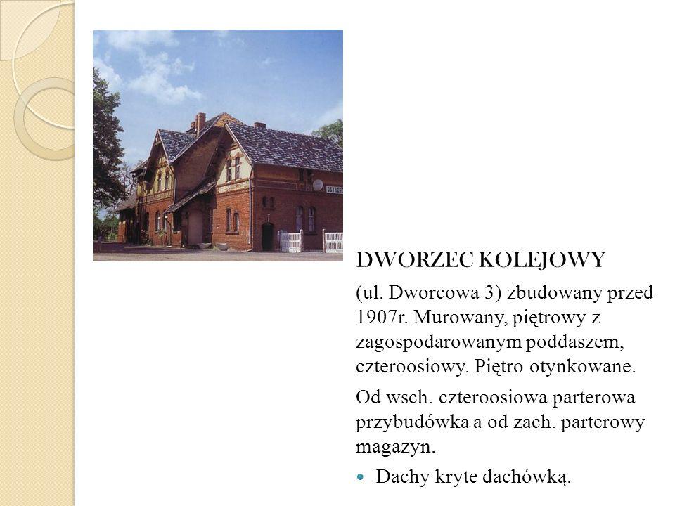 DWORZEC KOLEJOWY (ul. Dworcowa 3) zbudowany przed 1907r. Murowany, piętrowy z zagospodarowanym poddaszem, czteroosiowy. Piętro otynkowane.