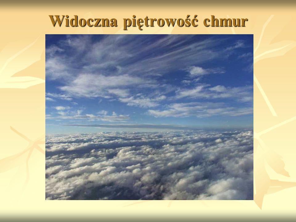 Widoczna piętrowość chmur