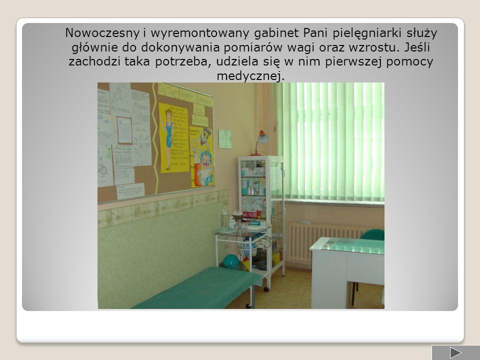 Nowoczesny i wyremontowany gabinet Pani pielęgniarki służy głównie do dokonywania pomiarów wagi oraz wzrostu.
