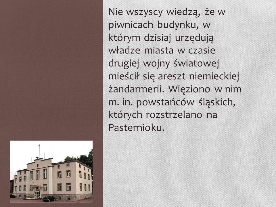 Nie wszyscy wiedzą, że w piwnicach budynku, w którym dzisiaj urzędują władze miasta w czasie drugiej wojny światowej mieścił się areszt niemieckiej żandarmerii.