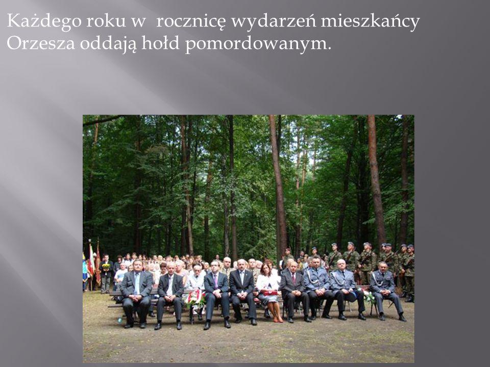 Każdego roku w rocznicę wydarzeń mieszkańcy Orzesza oddają hołd pomordowanym.