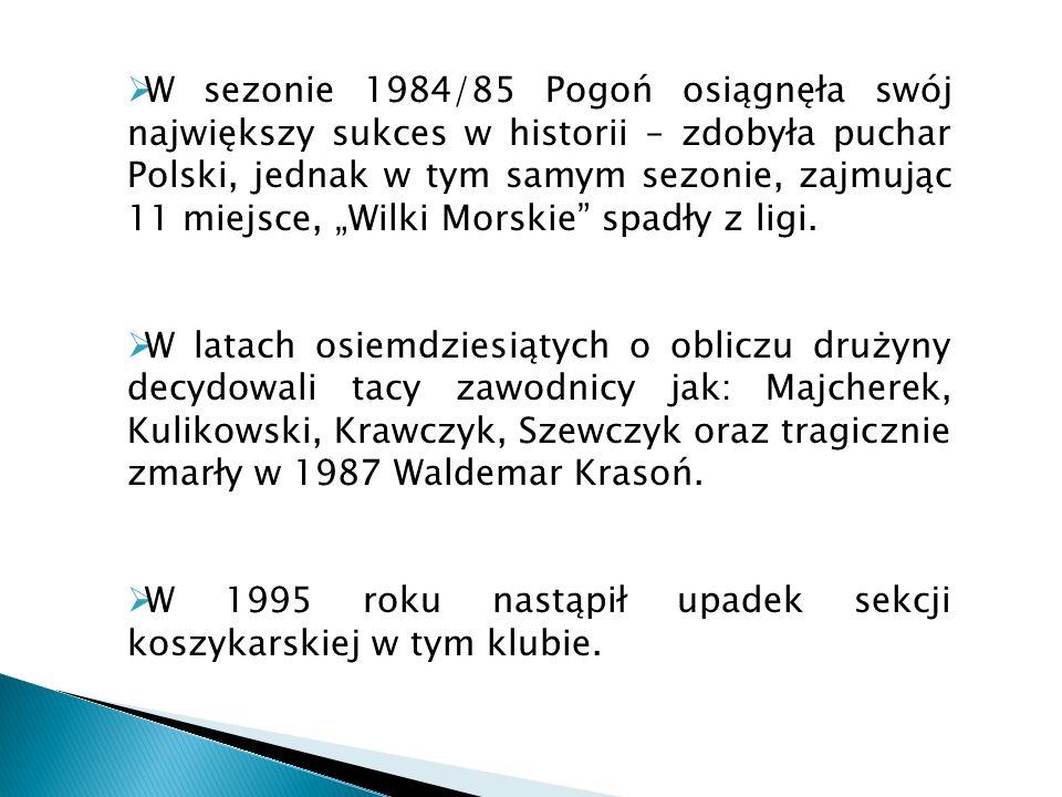 """W sezonie 1984/85 Pogoń osiągnęła swój największy sukces w historii – zdobyła puchar Polski, jednak w tym samym sezonie, zajmując 11 miejsce, """"Wilki Morskie spadły z ligi."""
